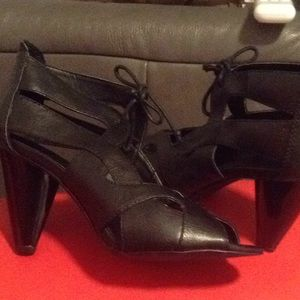 Zara shoes with cut out details heels size 9